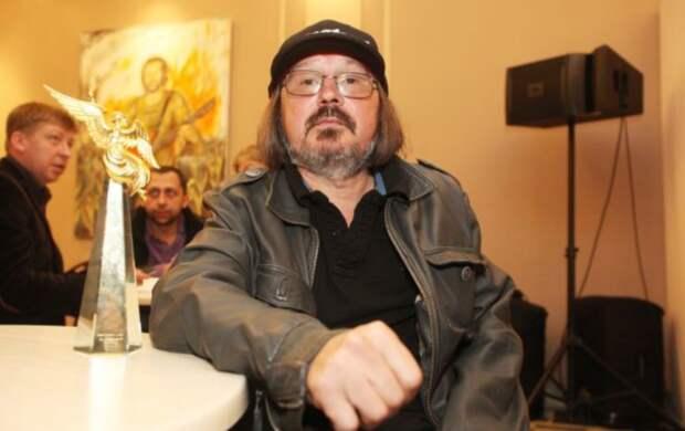 В июле на могиле кинорежиссёра Алексея Балабанова установят мемориал