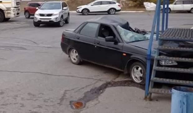 ВВолгограде врезультате тройного ДТП «Приора» влетела вмагазин