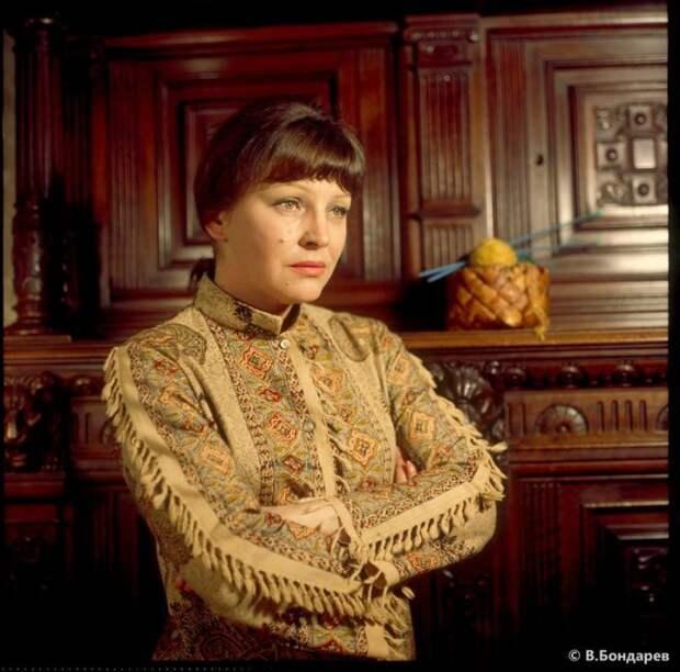 Популярная актриса советского театра и кино, заслуженная артистка РСФСР.