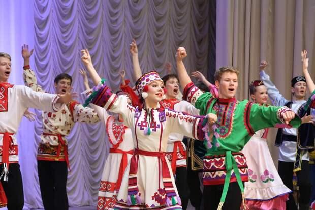 «Пионерское» детство: в знаменитом нижегородском ансамбле танца рассказали, как увлечь ребёнка