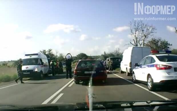 Два человека погибли в ДТП в Крыму с участием БТР-80 (фото)