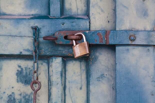 В доме на улице Сайкина отремонтировали чердачную дверь