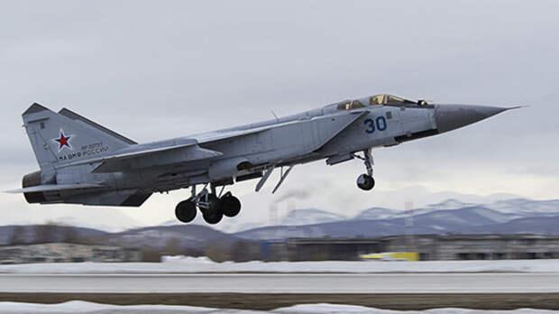 Северный флот продолжает отработку применения МиГ-31 в Арктике