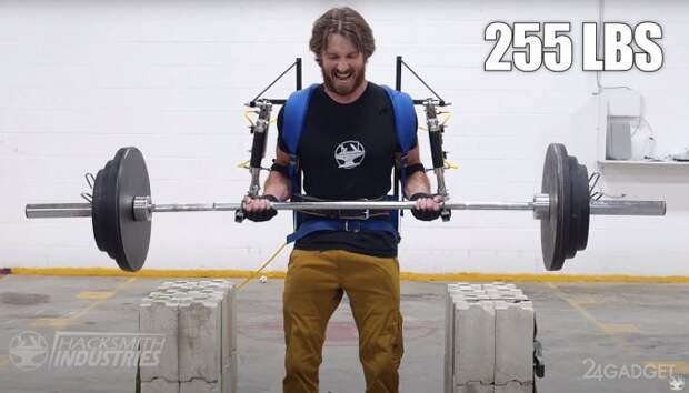Энтузиаст использовал экзоскелет для установки рекорда по силовому экстриму