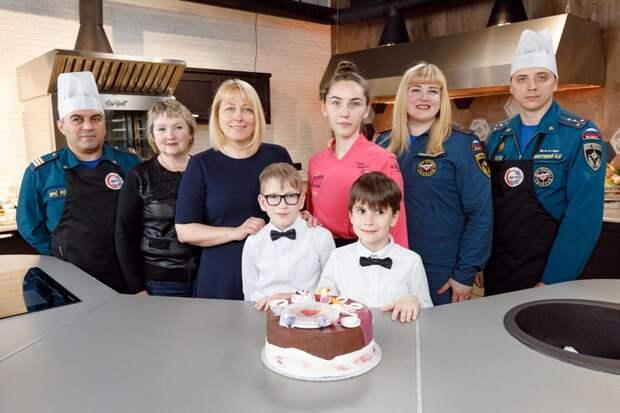 Огнеборцы Москвы поздравили воспитанников детдома с Международным днем защиты детей