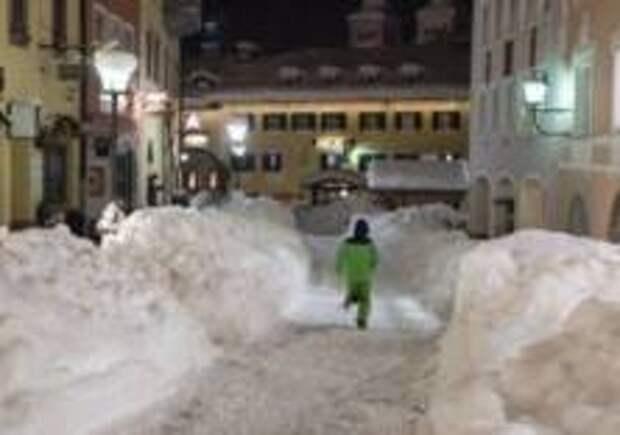 Европу завалило снегом