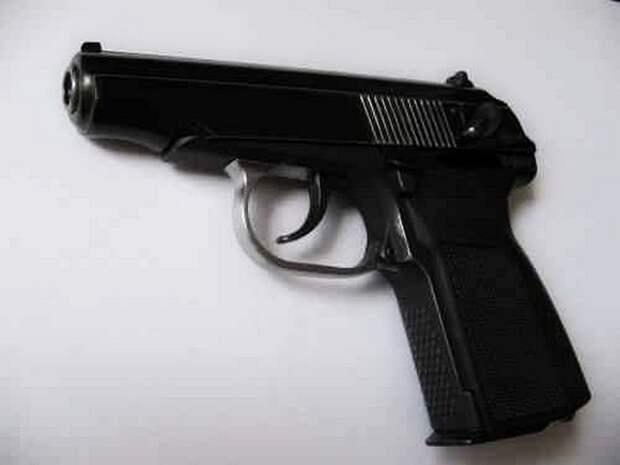 В Приморье полицейский получил пулевое ранение при попытке разнять драку