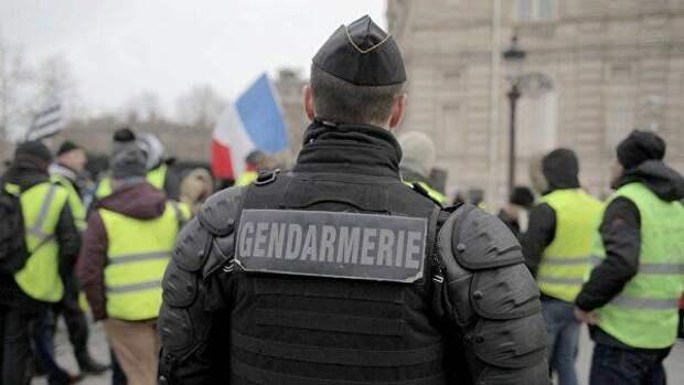 Женщина напала с ножом на полицейского во Франции