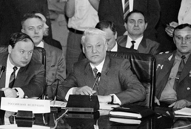Власти 90-ых заранее знали - реформы убьют производство, народ обнищает