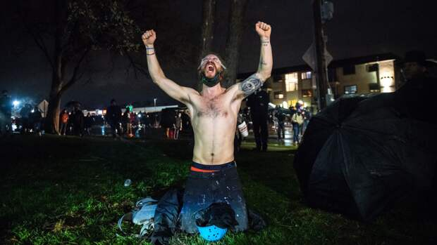 Жители Миннеаполиса устроили празднования после вердикта по делу Флойда