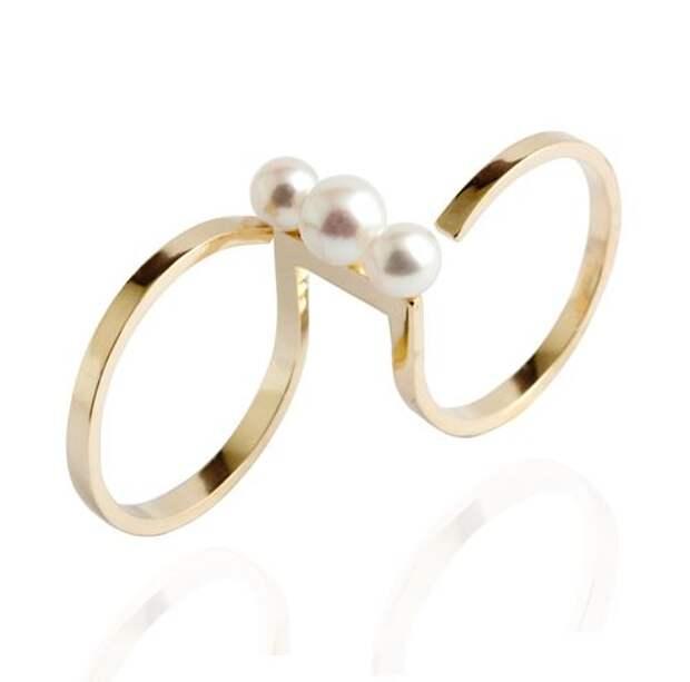 двойное кольцо на два пальца из желтого золота с жемчугом