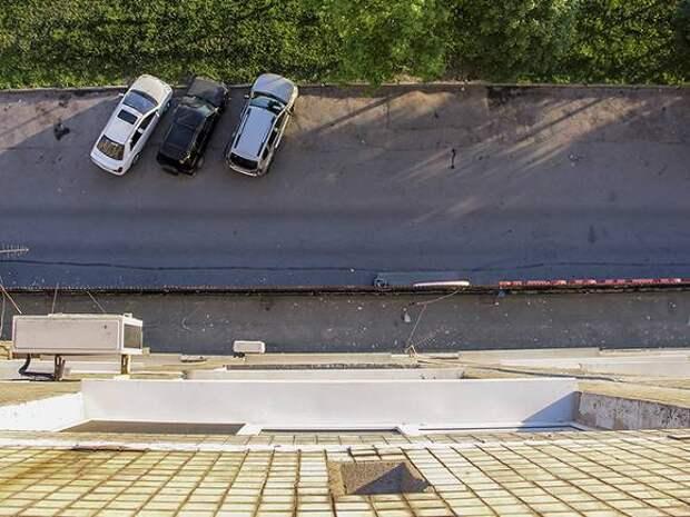 В Москве ребенок выпал из окна квартиры на пятом этаже и выжил