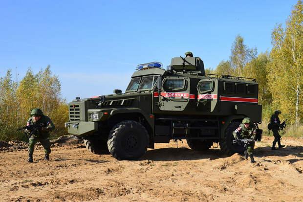 """Новейшие бронеавтомобили """"Патруль"""" поступили в военную полицию"""