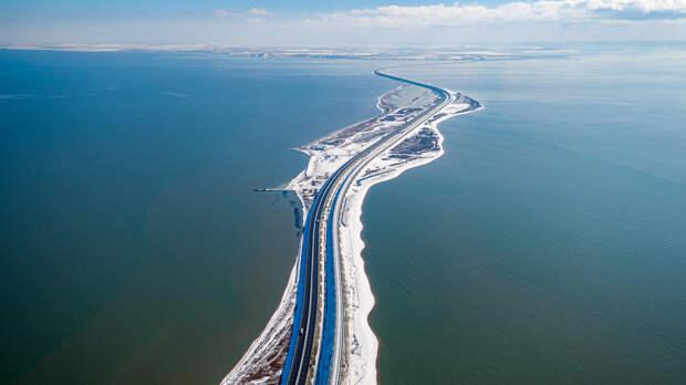 За новогодние праздники более 100 тысяч автомобилистов проехало по Крымскому мосту