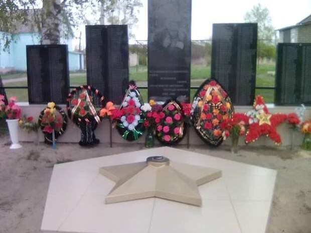 В Лунинском районе решили установить памятник воинам. Скидывались на него всем миром