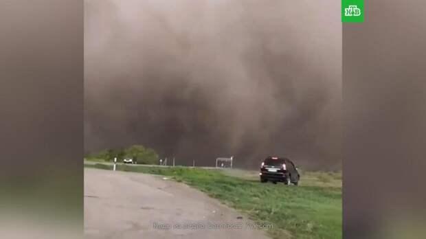 Накрывшая трассу на Алтае пыльная буря попала на видео
