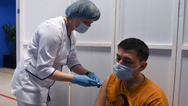 Источник: делать вакцинацию обязательной по всей России пока не планируется