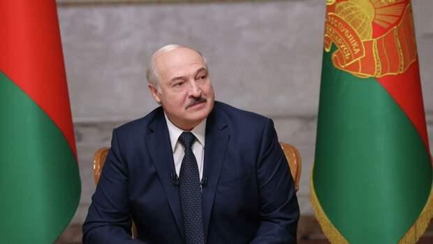 Лукашенко ответил на призыв Макрона уйти в отставку