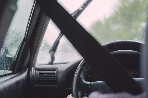 Наавтомобиле вдождь: Как правильно ездить в непогоду
