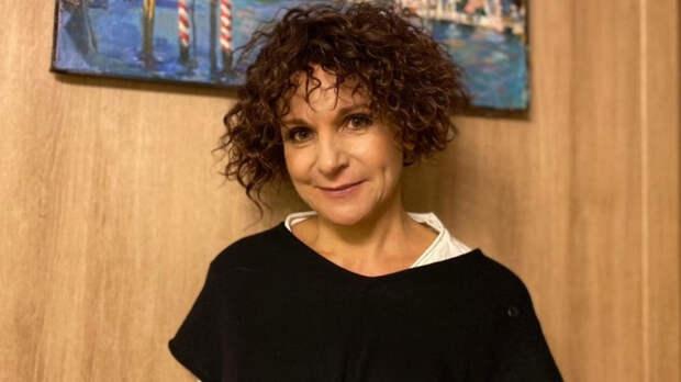 Звезда «Сватов» Людмила Артемьева показала себя без сценического образа и макияжа