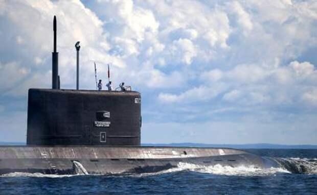"""На фото: дизель-электрическая подводная лодка """"Петропавловск-Камчатский"""" проекта 636.3"""