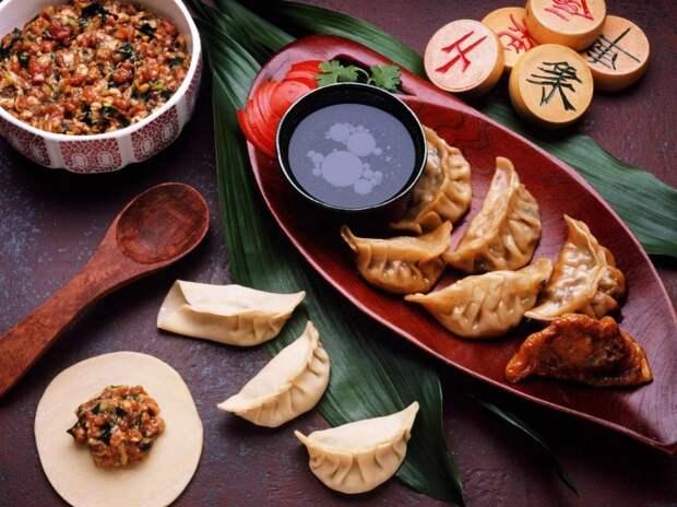 Какую еду принято ставить на новогодний стол в разных странах мира