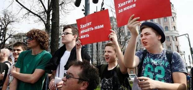 Российская интеллектуальная элита начала вприпрыжку бегать за российской властью на коленях и рвать на себе уши