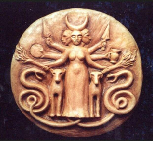 Культ богини Гекаты пришёл в Грецию из Малой Азии, а позже был подхвачен завоевателями-кельтами.