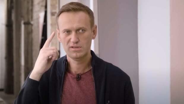 """""""Яблоко"""" хочет переманить сторонников блогера Алексея Навального"""