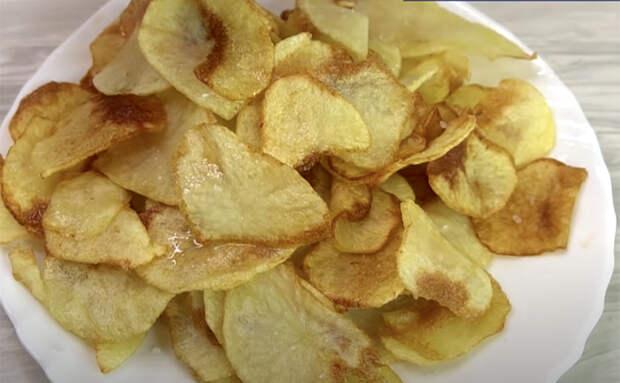 Заново открыли вкус жареной картошки. Режем толщиной в 3 миллиметра и получается совсем другое блюдо