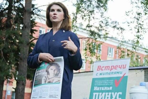 Депутат из Новосибирска объяснила просьбу скинуться ей на подарок отсутствием зарплаты