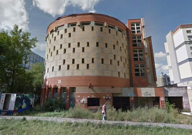 Договор аренды участка с недостроенной парковкой в центре Нижнего Новгорода расторгнут через суд