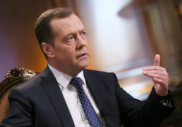 """Медведев заявил, что """"оторопь берет"""" от """"борзости"""" США"""