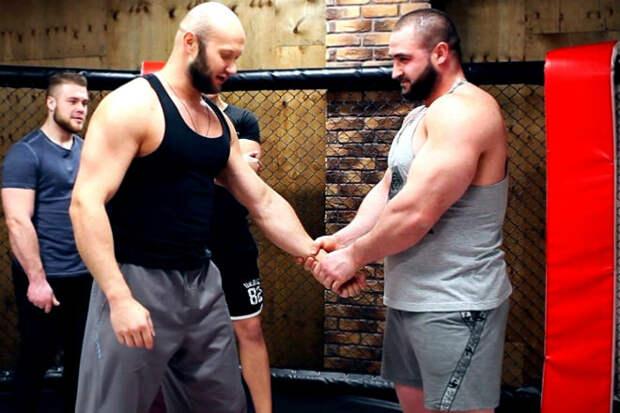 Огромные силачи и боевые искусства: сила на ринге была бесполезна