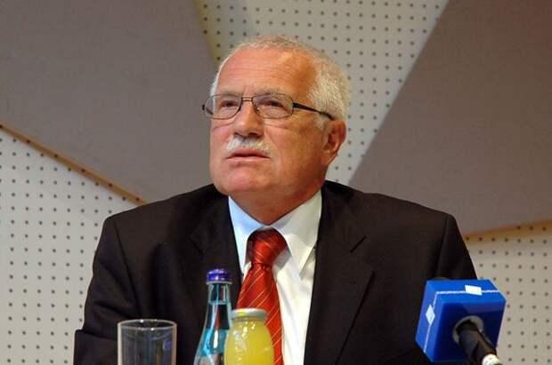 Бывший президент Чехии раскритиковал действующие власти за скандал с РФ