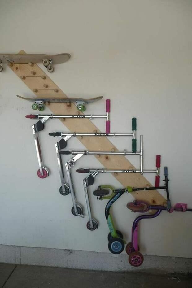"""Так можно разместить и другие """"колеса"""" для всей семьи Фабрика идей, велосипед, гениально, интересное, сделай сам, хранение"""