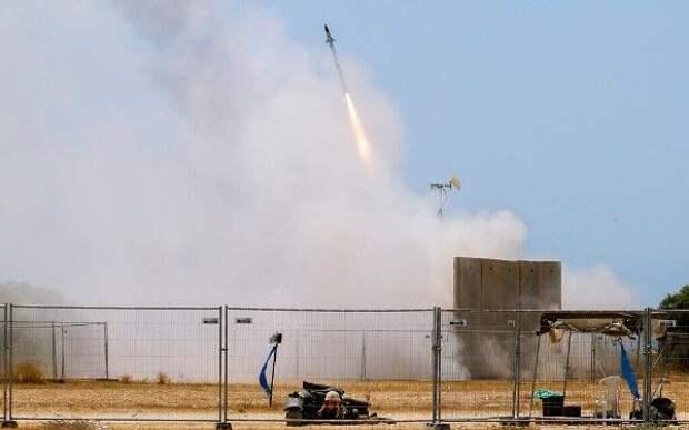 ПоТель-Авиву нанесëн массированный ракетный удар