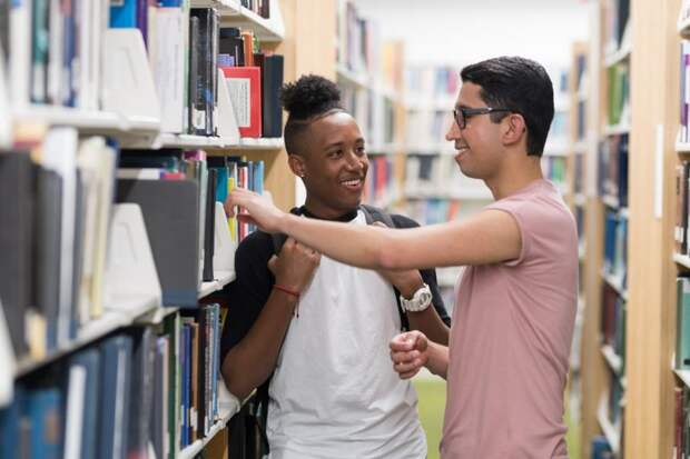 ЮНЕСКО: более половины ЛГБТ-студентов подвергаются издевательствам: Новости ➕1, 18.05.2021