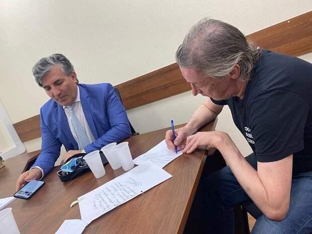 Дочь Михаила Ефремова обвинила его адвоката в гомофобии