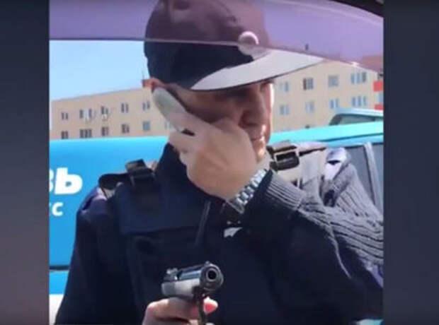 Сотрудники Спецсвязи устроили разборку на дороге, угрожая водителю оружием (ОБНОВЛЕНО)