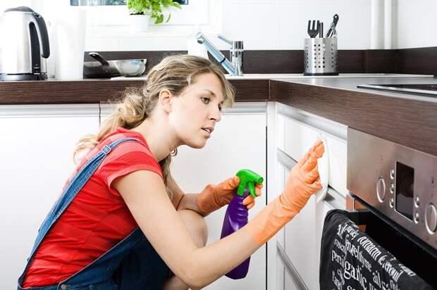 Чем мыть глянцевую кухню: 9 средств, после которых гарнитур будет без разводов
