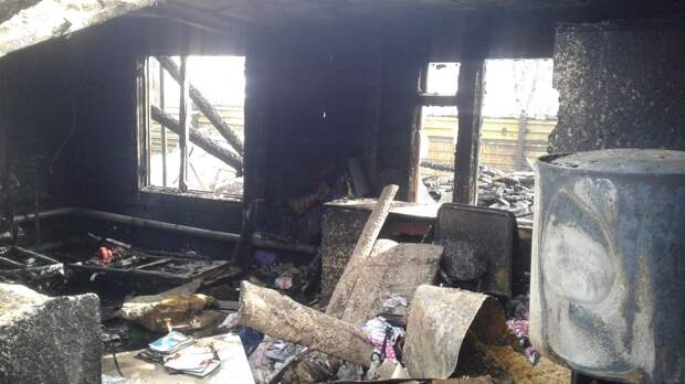 Обгоревший труп мужчины нашли в Ленобласти