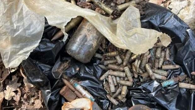 На нудистском пляже под Коктебелем нашли схрон боеприпасов из 90-х
