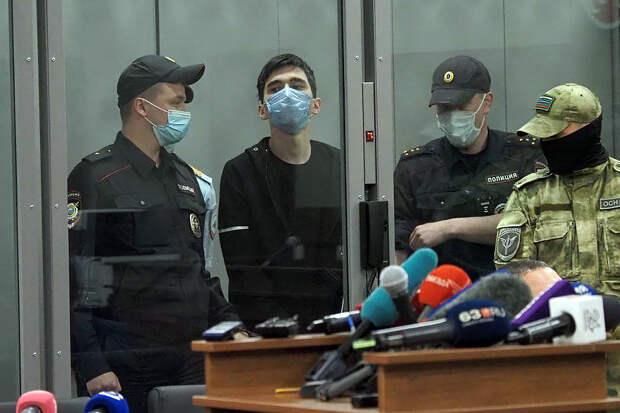 Напавшего на школу в Казани задержал безоружный полицейский
