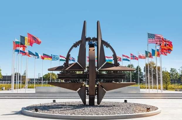 Столтенберг предложил провести заседание Совета Россия - НАТО
