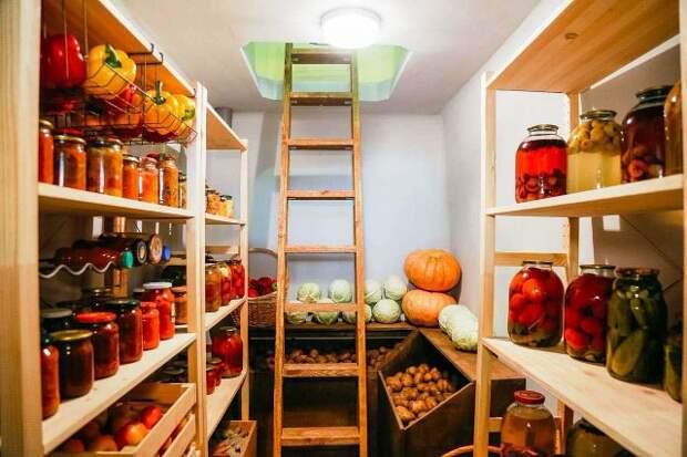 5 интересных идей хранения урожая в погребе, которые позволят сэкономить место и навести порядок
