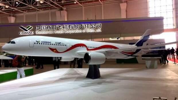 Макет китайско-российского широкофюзеляжного самолёта CRAIC CR929-600