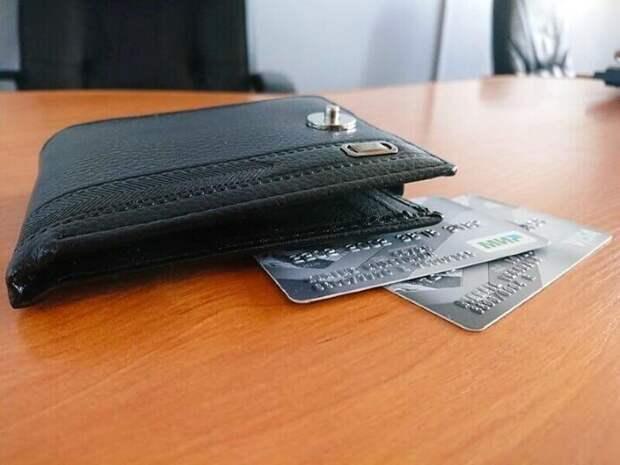 В России предложили ввести наказание за передачу банковской карты третьему лицу