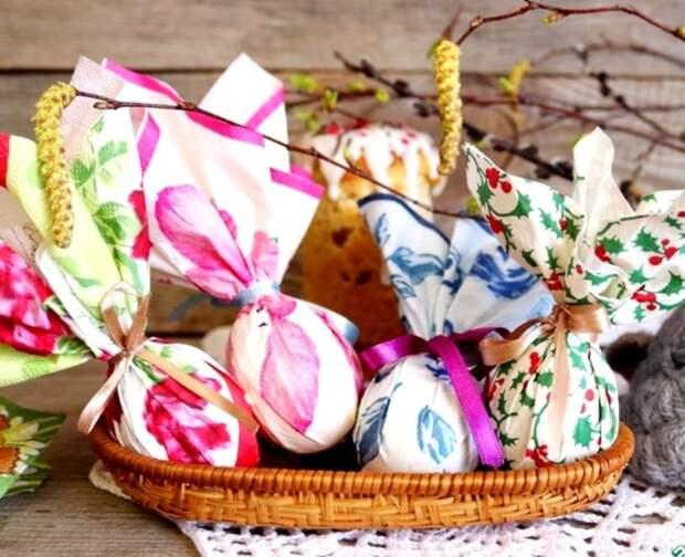 Пасхальные яйца, декорированные салфетками и лентами #пасха2021