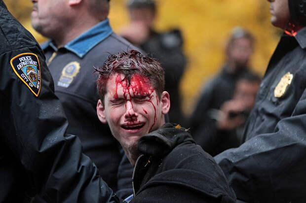 О шокирующем наказании за бросок стаканчика в полицейского